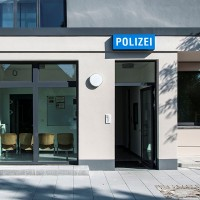 001_Polizei_Eingang
